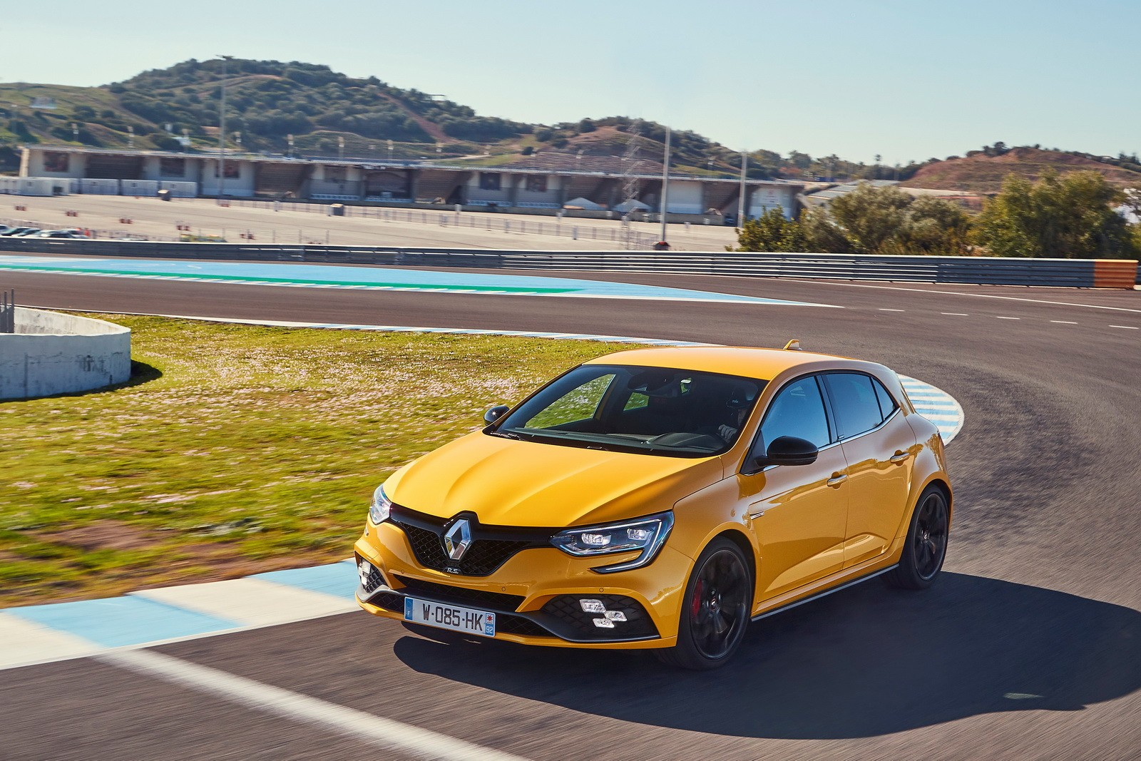 new megane rs does crazy lap on the nurburgring looks fast on autobahn autoevolution. Black Bedroom Furniture Sets. Home Design Ideas