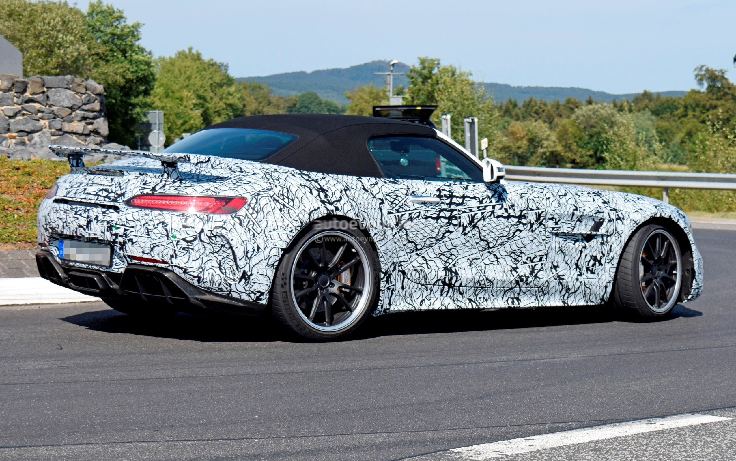 new mercedes amg gt r roadster spied close to the nurburgring autoevolution. Black Bedroom Furniture Sets. Home Design Ideas