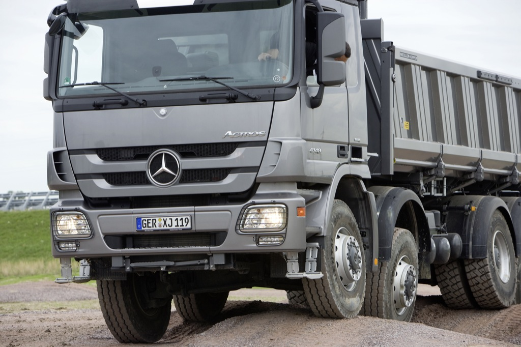 New mercedes benz actros details and official photos for Mercedes benz astros