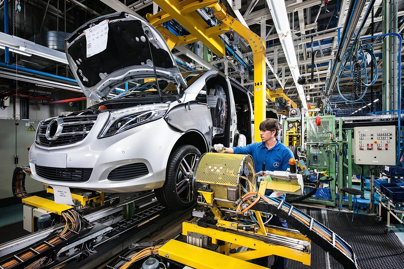 New Mercedes Benz V Class Enters Production Autoevolution