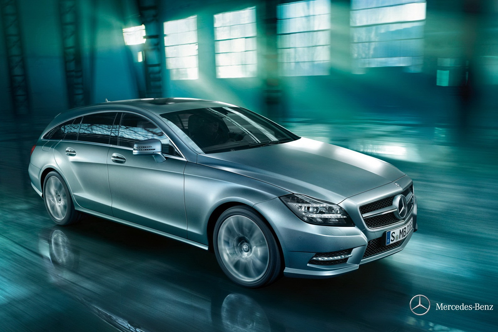 new mercedes cls shooting brake revealed in full. Black Bedroom Furniture Sets. Home Design Ideas