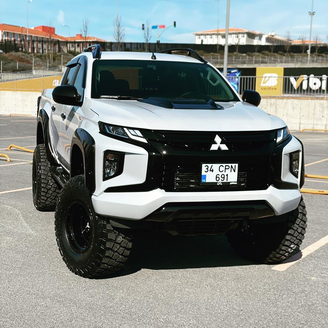 New Mitsubishi L200 Triton Looks Cool With Suspension Lift