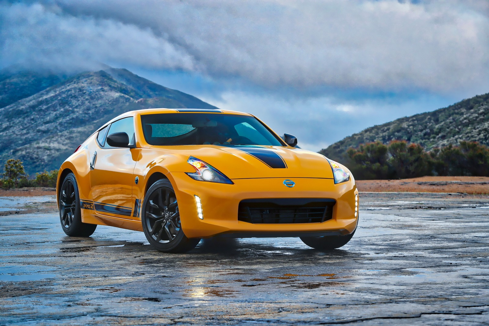 New Nissan Z Car Isn T Coming Soon 370z Lives On