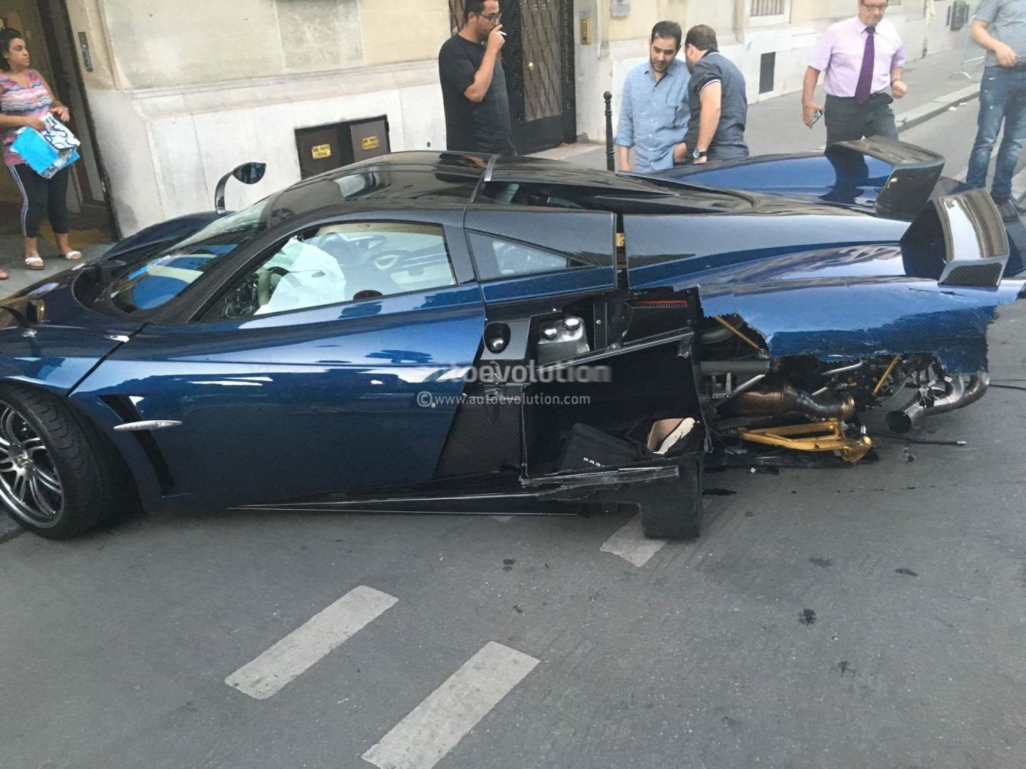 New Pagani Huayra Paris Crash Pics Show It Hit A Parked Car Cracked Windshield Autoevolution
