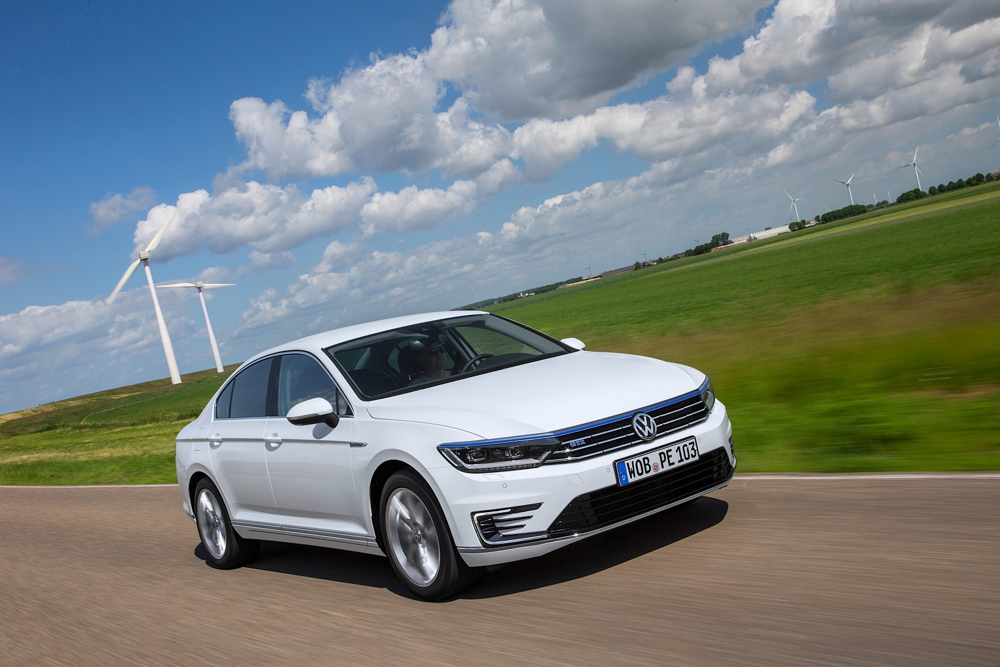 new passat gte launched as saloon and variant offers 50 km of electric range autoevolution. Black Bedroom Furniture Sets. Home Design Ideas