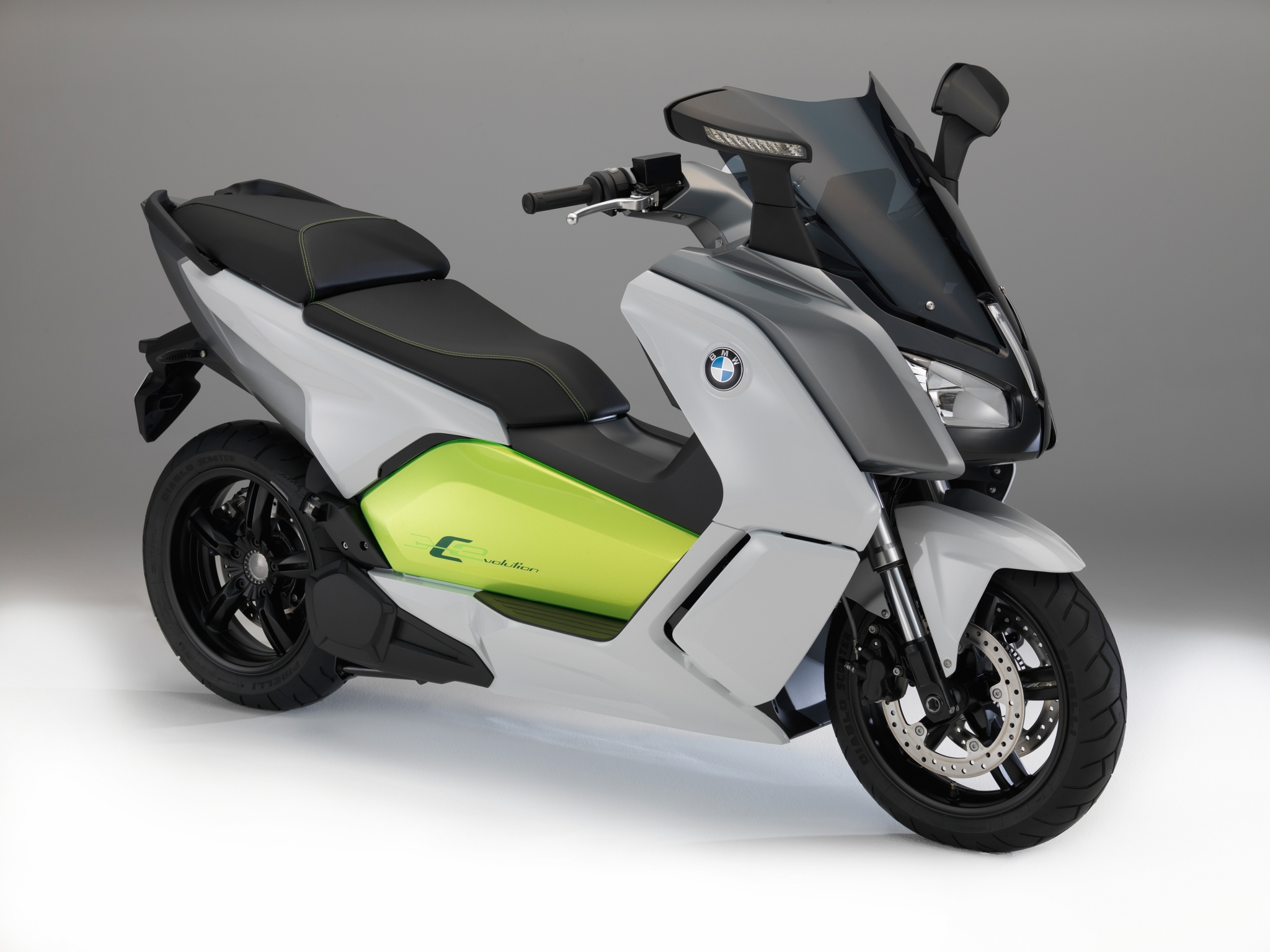 new pics of the bmw c evolution e-scooter, tech details surface