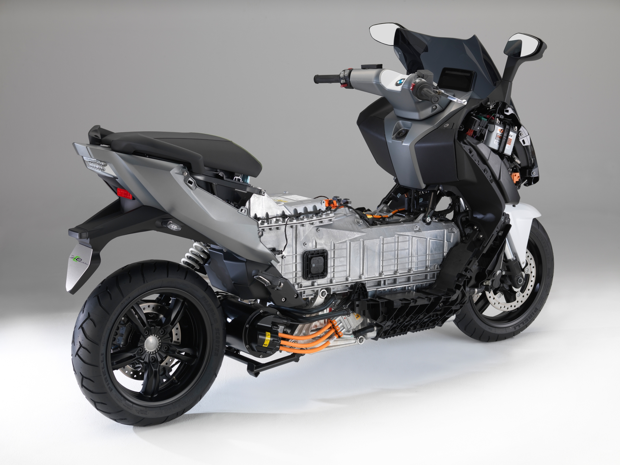 new pics of the bmw c evolution e scooter tech details surface autoevolution. Black Bedroom Furniture Sets. Home Design Ideas