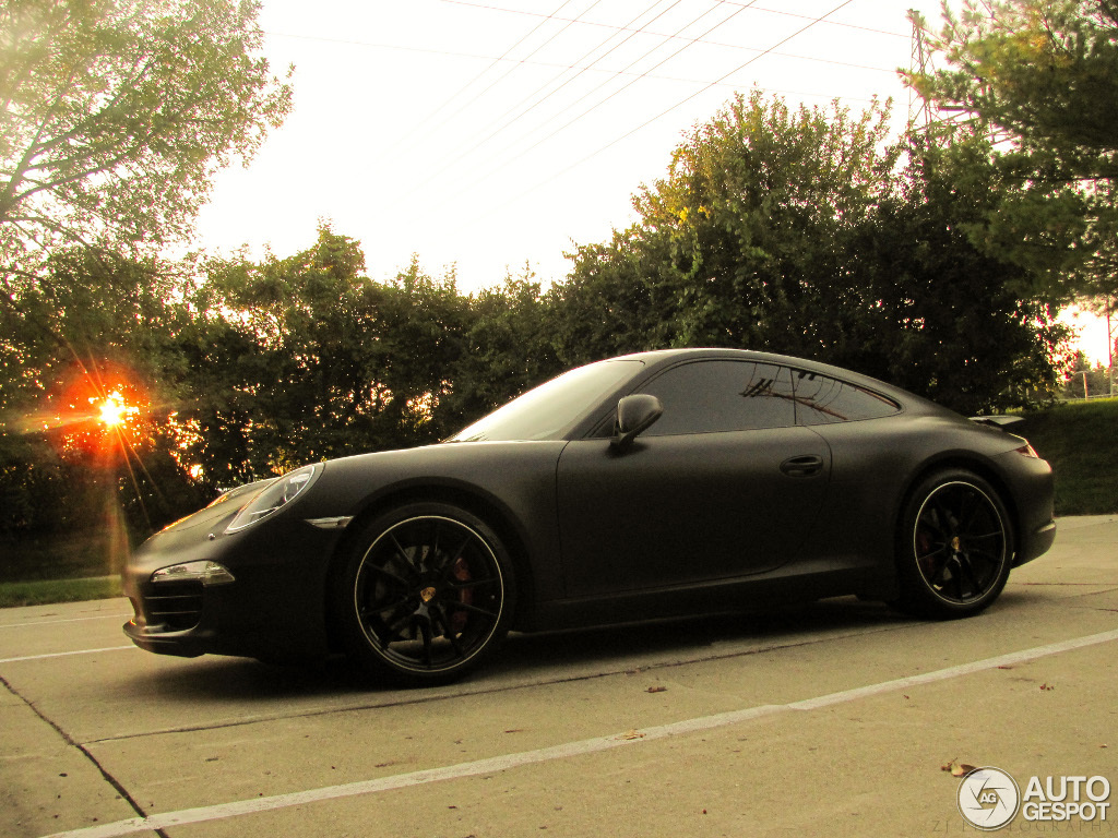 New Porsche 911 Carrera S Shows Off Its Curves In Matte