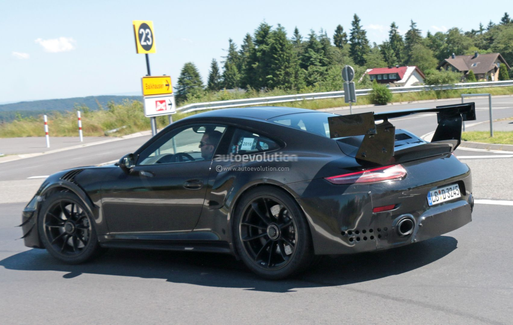 new porsche 911 gt2 gt2 rs spied with racecar aero expect. Black Bedroom Furniture Sets. Home Design Ideas