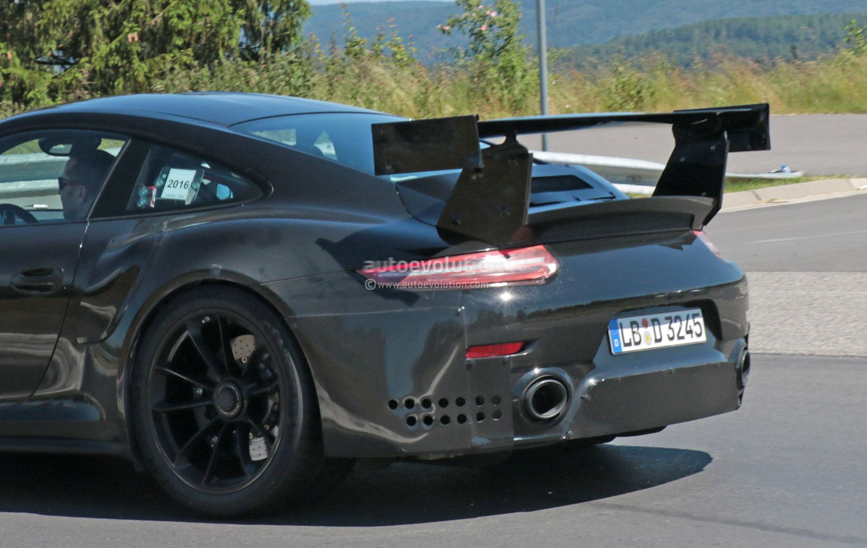 new porsche 911 gt2 gt2 rs spied with racecar aero expect monstrous 39 rin. Black Bedroom Furniture Sets. Home Design Ideas
