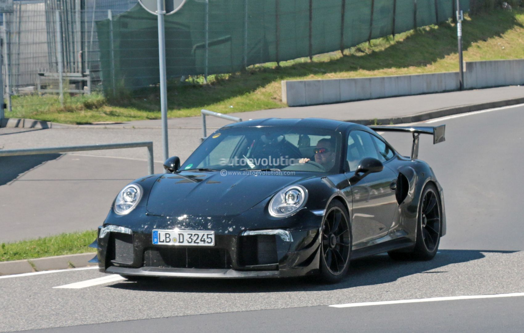 new porsche 911 gt2 gt2 rs spied with racecar aero expect monstrous 39 ring time autoevolution. Black Bedroom Furniture Sets. Home Design Ideas