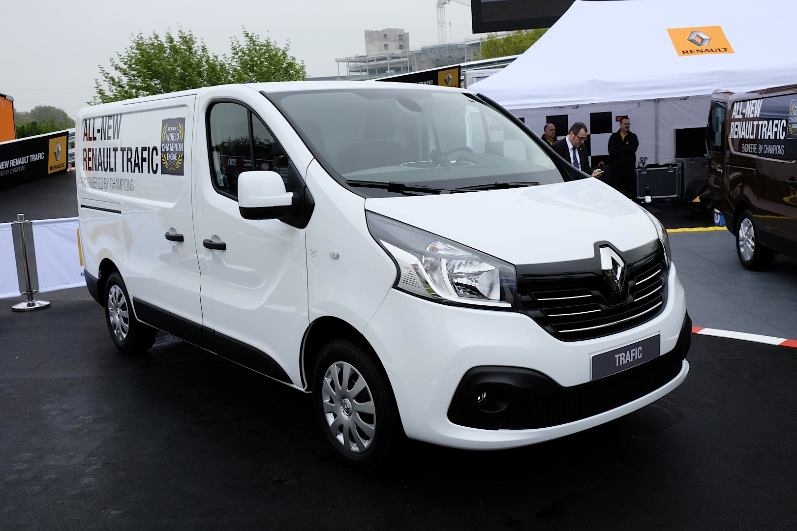 new renault master panel van unveiled at cv show. Black Bedroom Furniture Sets. Home Design Ideas
