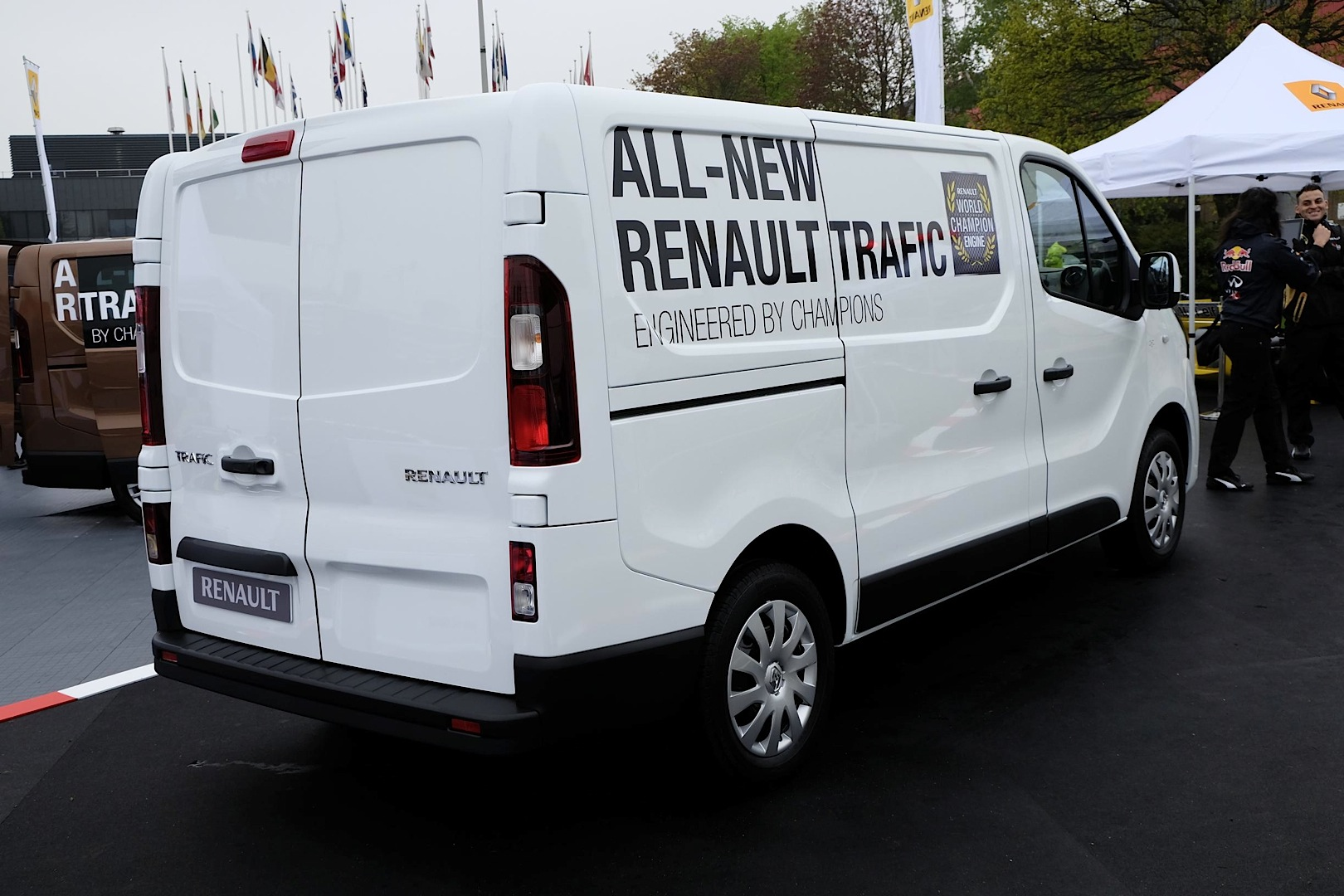 2014 [Renault/Opel/Fiat/Nissan] Trafic/Vivaro/Talento/NV300 - Page 6 New-renault-master-panel-van-unveiled-at-cv-show-photo-gallery_5