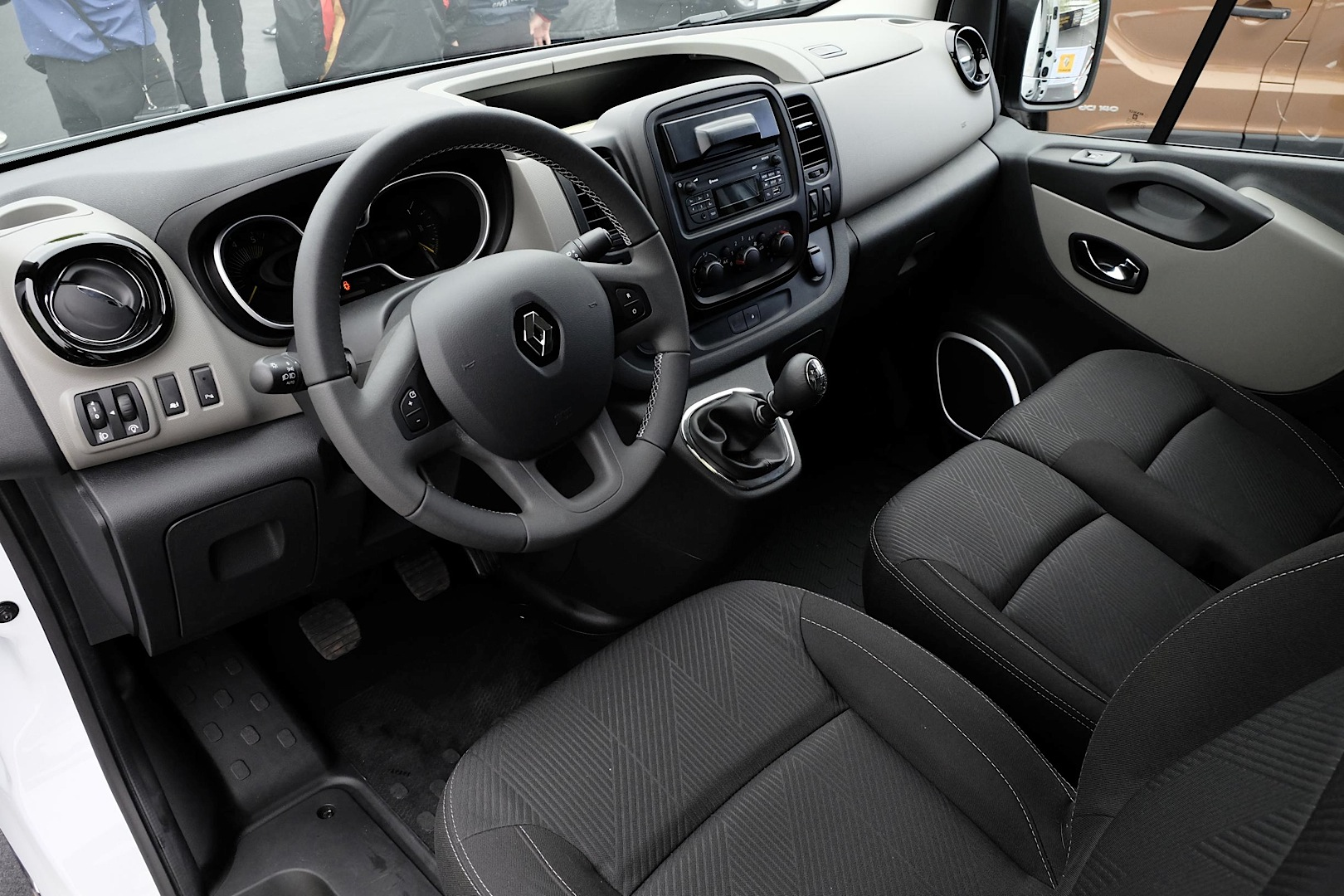 new renault master panel van unveiled at cv show