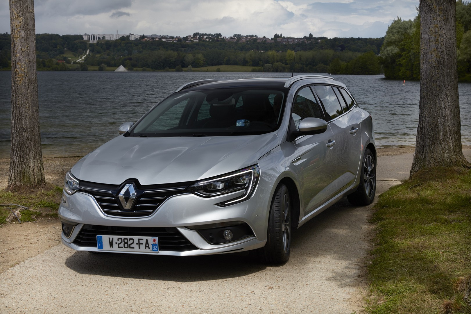 2017 renault megane estate launched photos video and configurator autoevolution. Black Bedroom Furniture Sets. Home Design Ideas