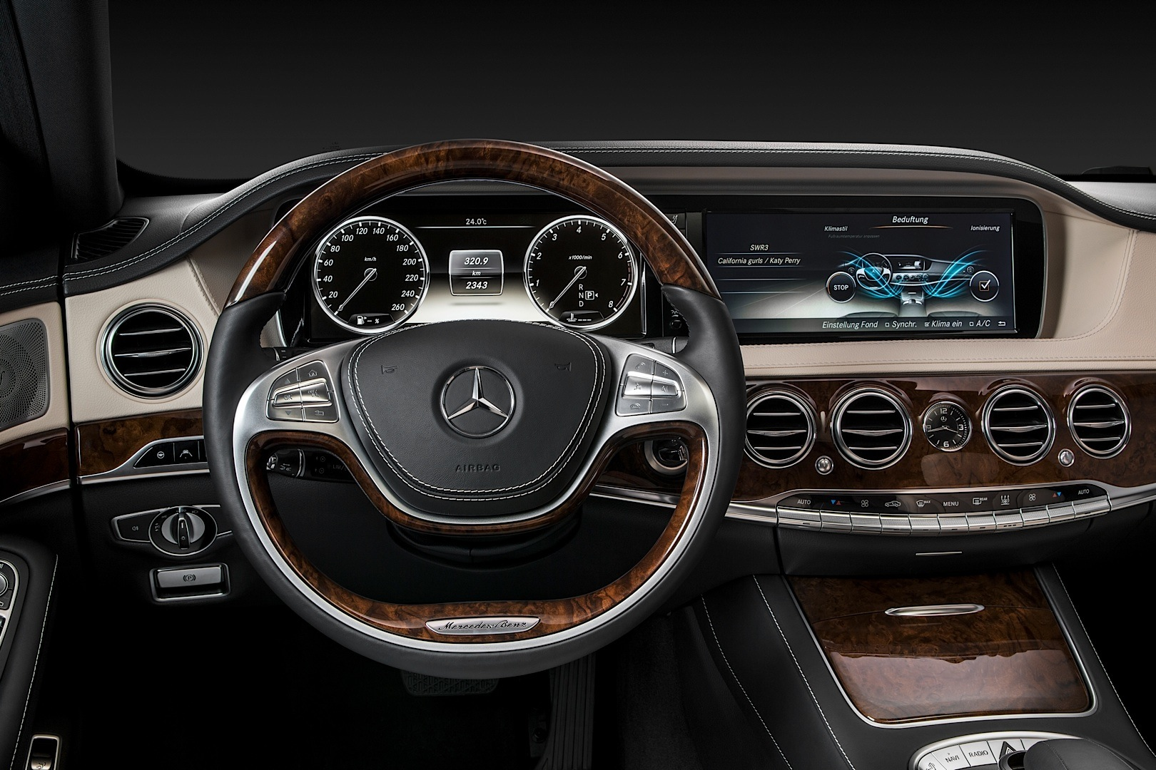 new-s-class-w222-wins-connected-car-of-the-year-award_4.jpg