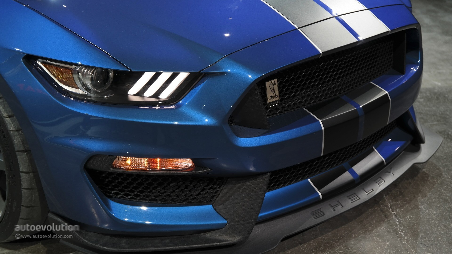 Mustang 2018 Ecoboost >> New Shelby GT350R Mustang Unveiled in Detroit with Burnout and Over 500 HP [Live Photos ...