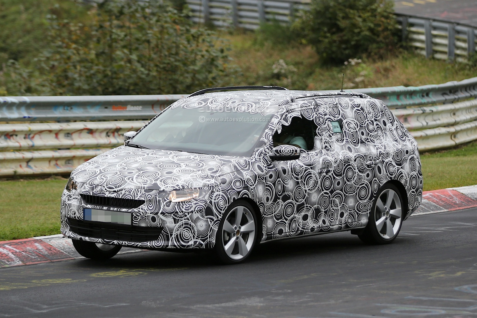 new skoda fabia combi spied testing at nurburgring ahead. Black Bedroom Furniture Sets. Home Design Ideas