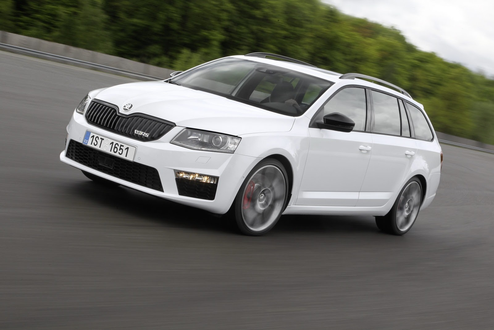 new skoda octavia rs pics aplenty autoevolution. Black Bedroom Furniture Sets. Home Design Ideas