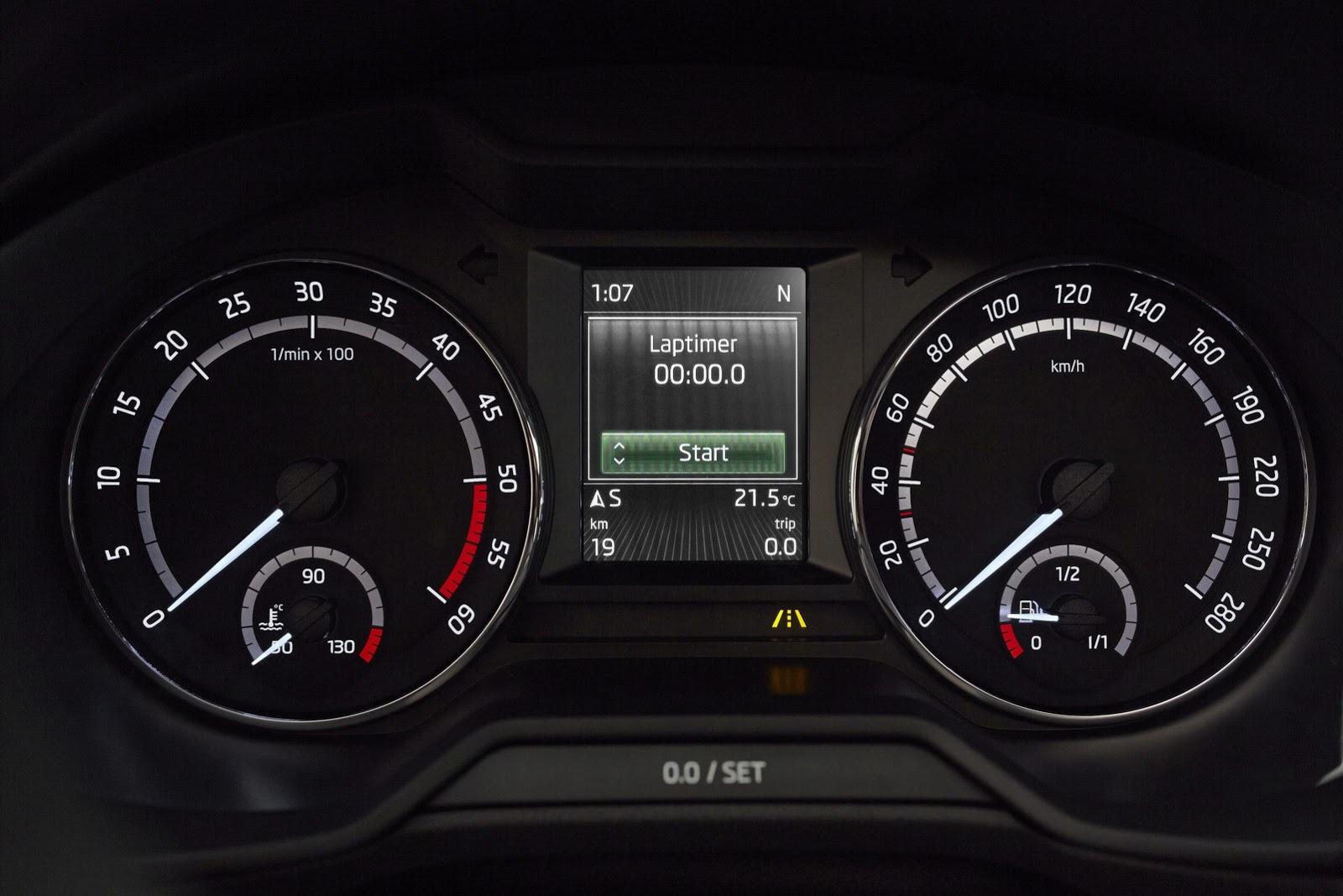New Skoda Octavia RS Pics Aplenty - autoevolution   {Armaturen auto 30}
