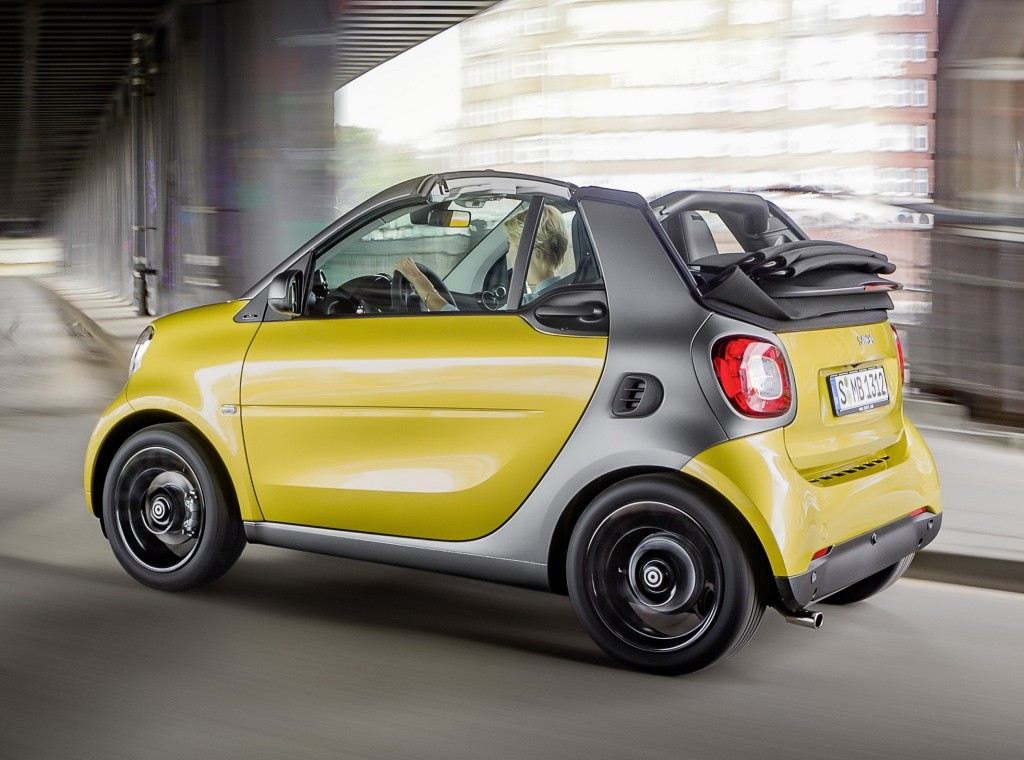 new smart fortwo cabrio priced in the u s from 19 650 autoevolution. Black Bedroom Furniture Sets. Home Design Ideas