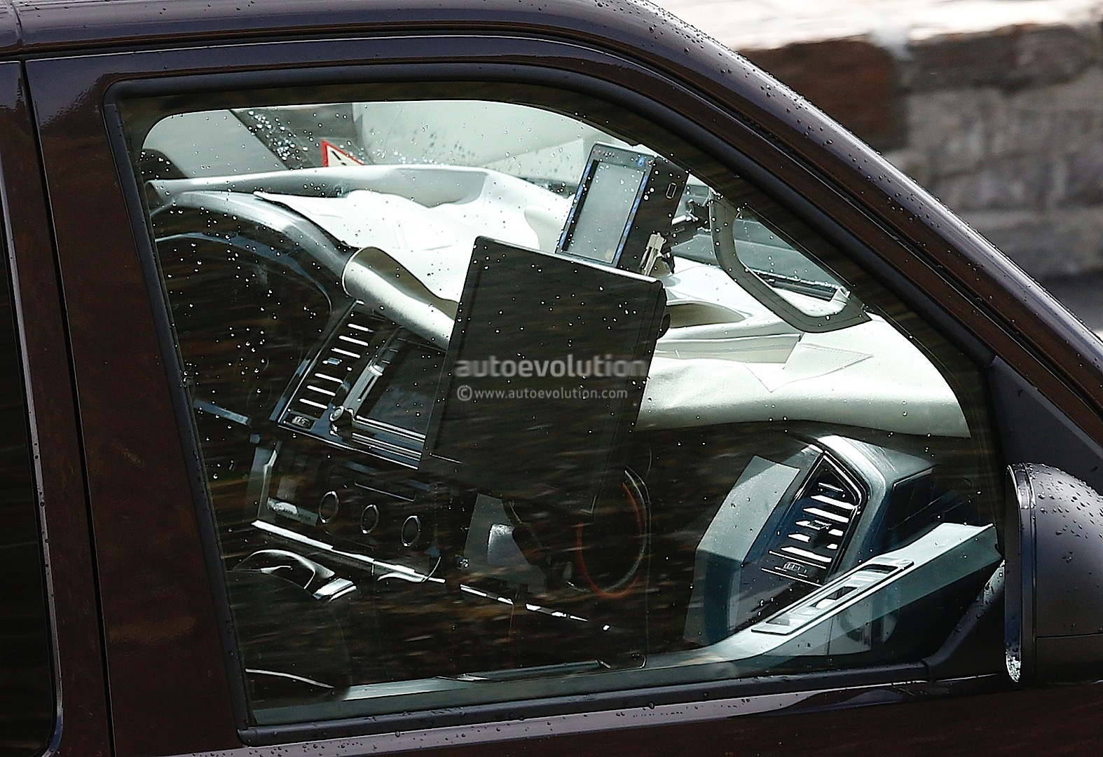 New T6 Volkswagen Transporter Reveals More Interior Details in Latest Spyshots - autoevolution