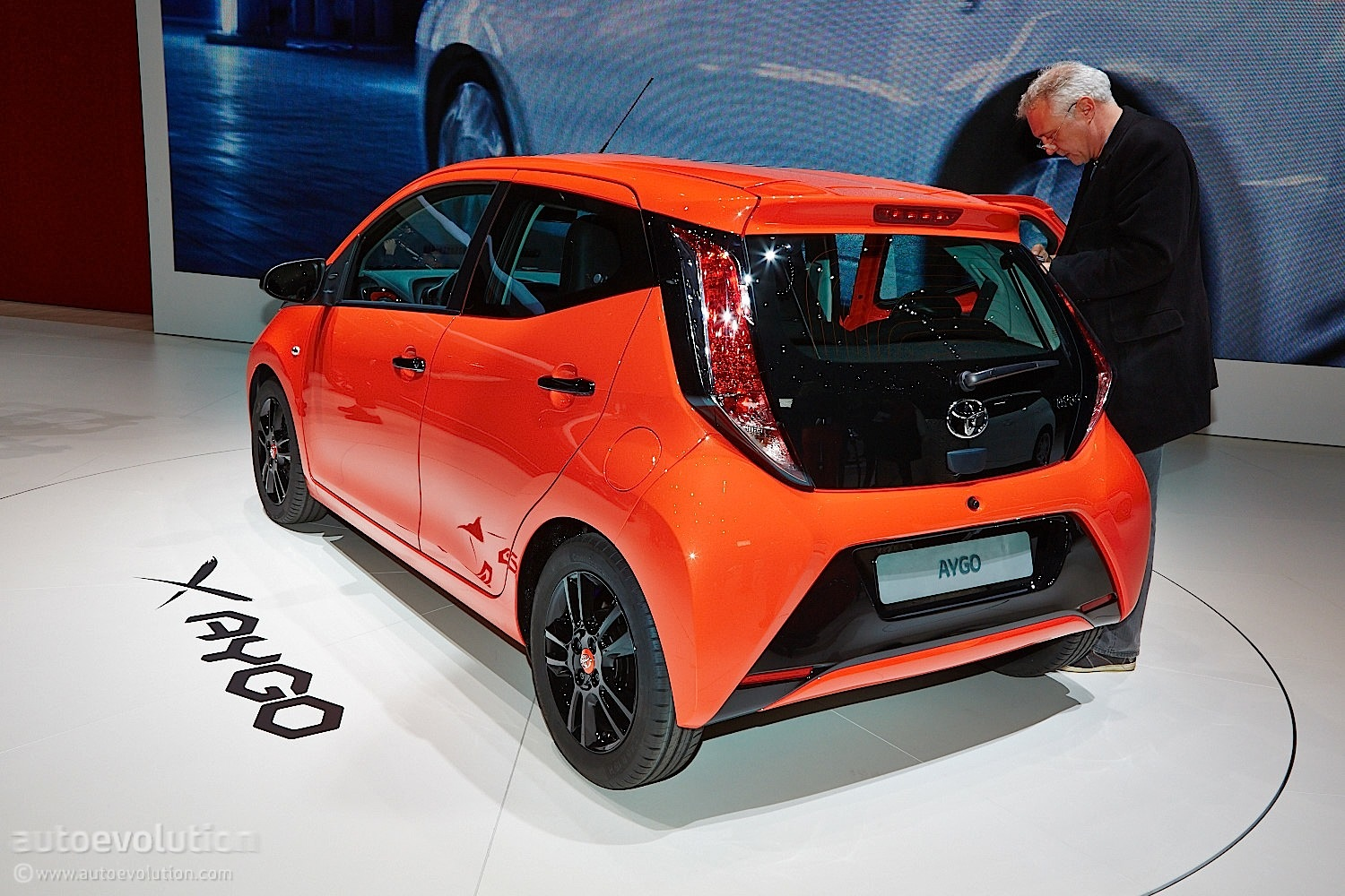 new toyota aygo posing from geneva 2014 live photos. Black Bedroom Furniture Sets. Home Design Ideas