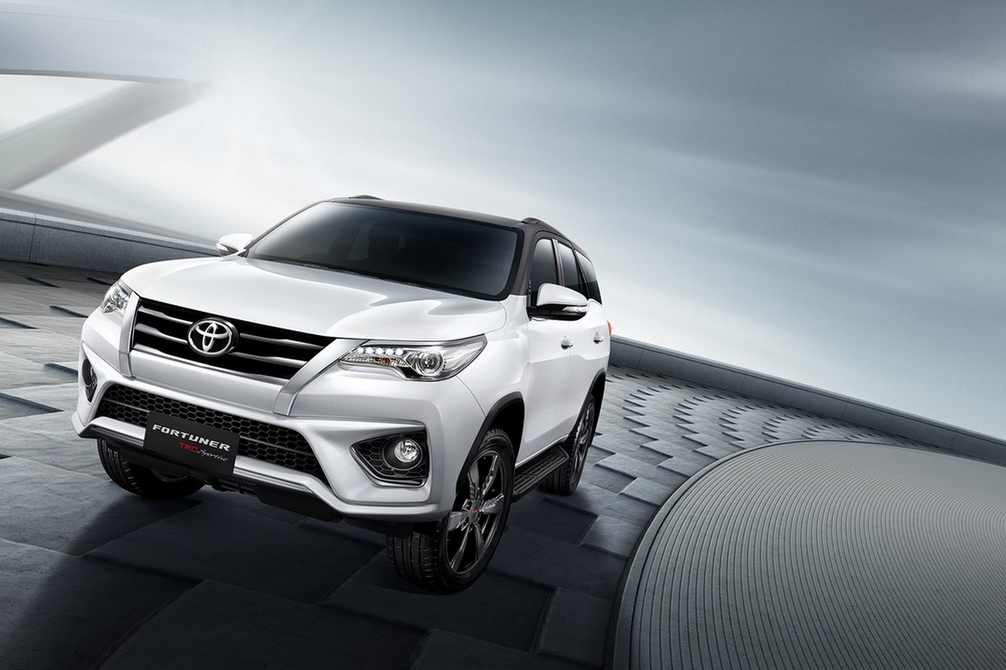 New Toyota Fortuner Trd Sportivo Is A Hilux Suv With Attitude Autoevolution