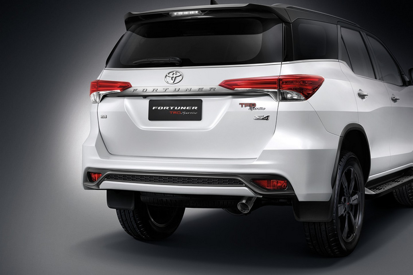 new toyota fortuner trd sportivo is a hilux suv with attitude autoevolution. Black Bedroom Furniture Sets. Home Design Ideas