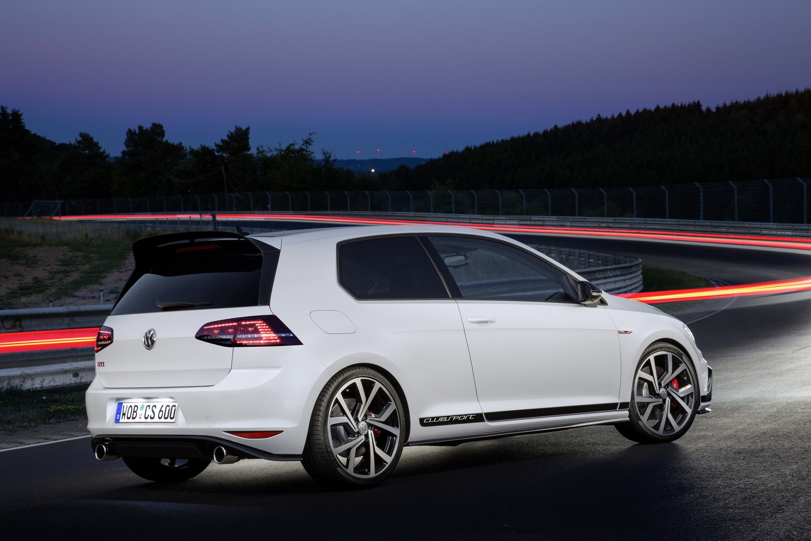 new volkswagen golf gti clubsport costs 36 450 too much. Black Bedroom Furniture Sets. Home Design Ideas