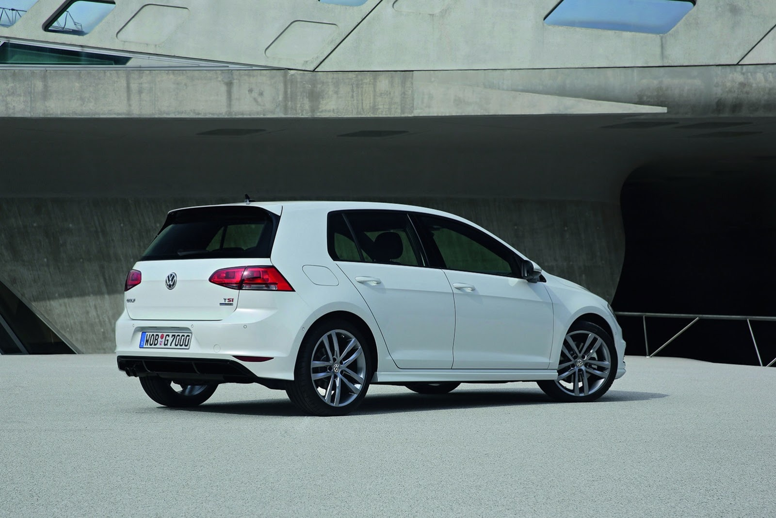 New Volkswagen Golf R Line Revealed Autoevolution