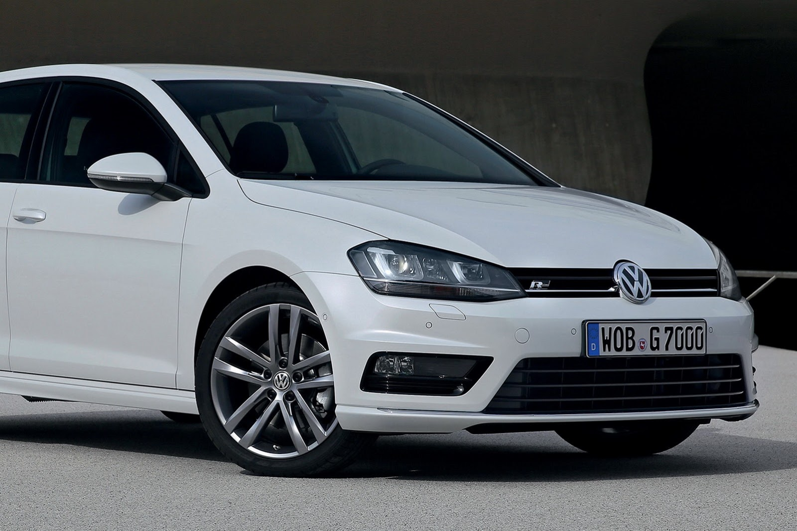 new volkswagen golf r line revealed autoevolution. Black Bedroom Furniture Sets. Home Design Ideas