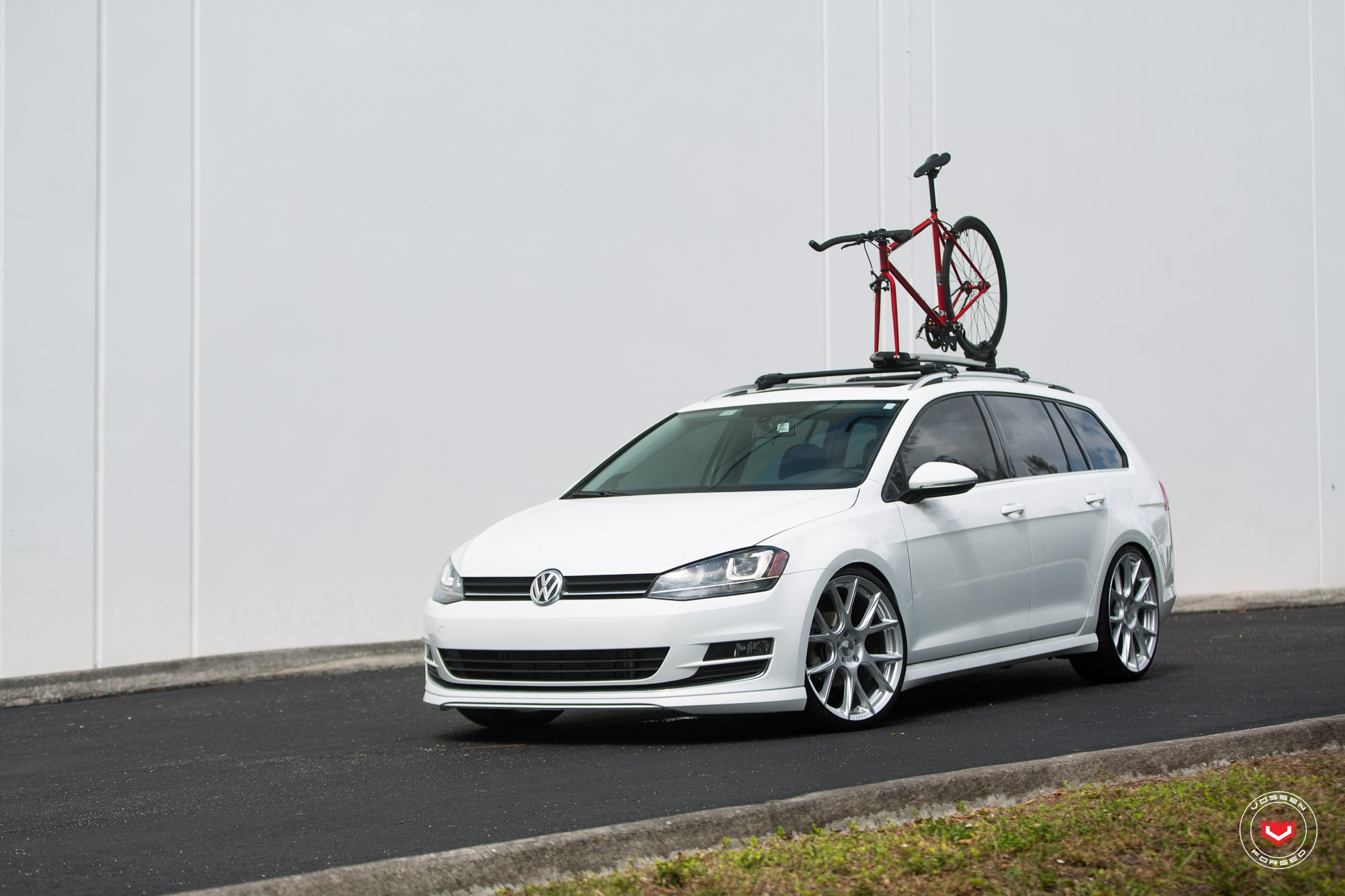 New Volkswagen Golf SportWagen Gets Vossen Wheels - autoevolution