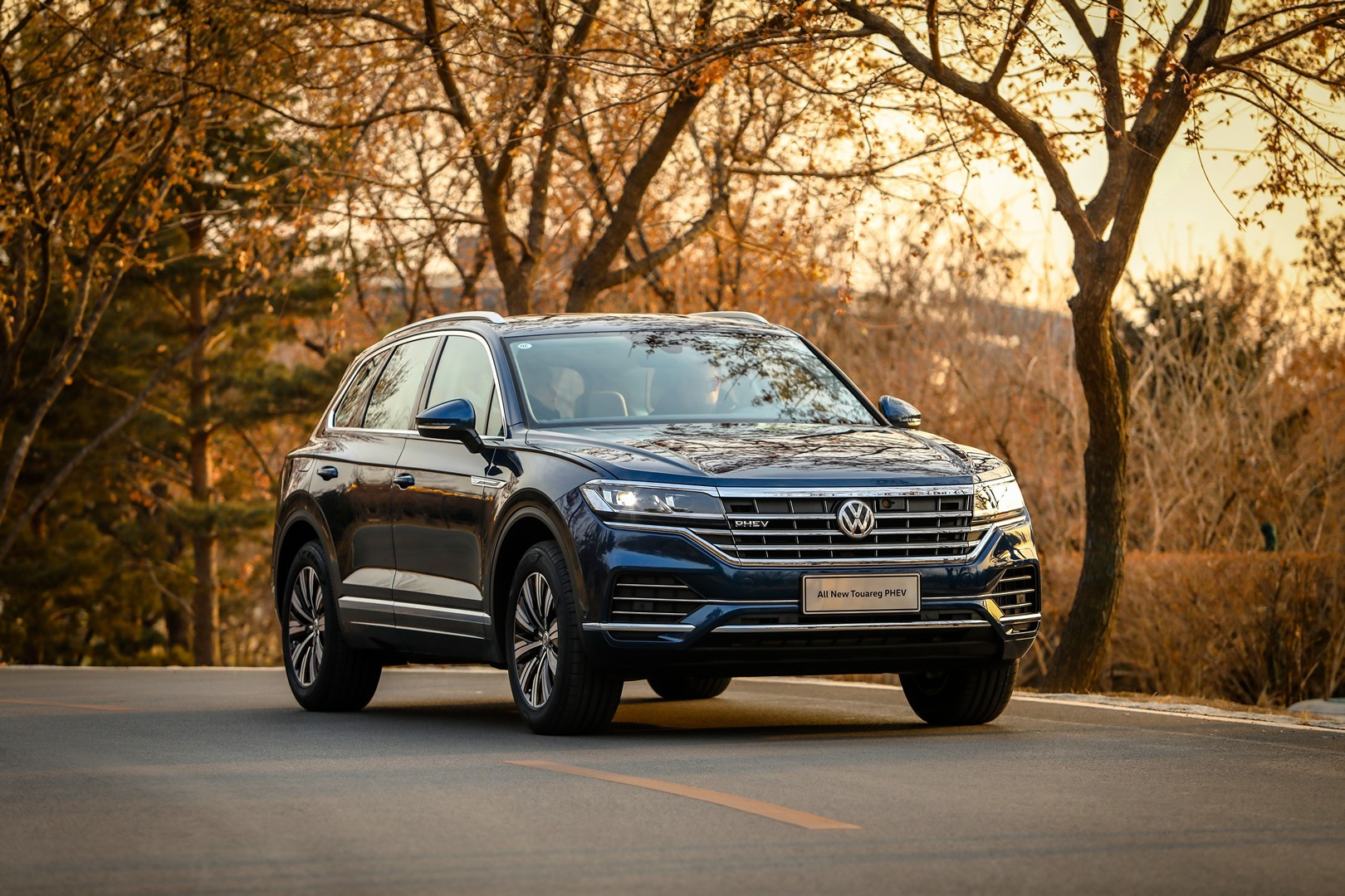 New Volkswagen Touareg Phev Debuts With 367 Hp 2 0 Tsi System