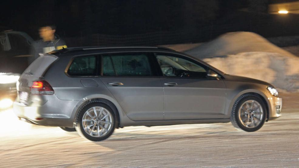 new vw golf vii variant first photos will debut in august autoevolution. Black Bedroom Furniture Sets. Home Design Ideas