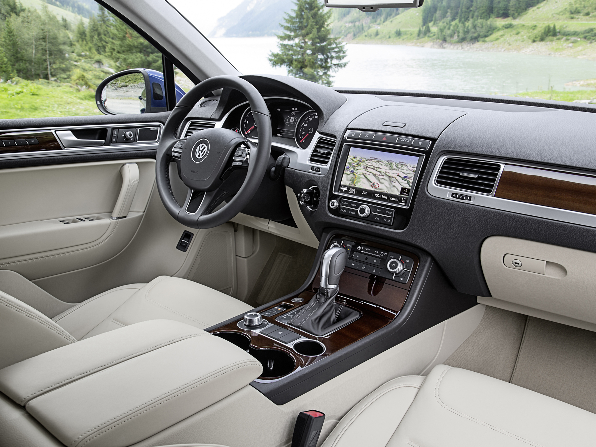 new vw touareg tdi with 262 hp consumes just 6 6 l 100km. Black Bedroom Furniture Sets. Home Design Ideas