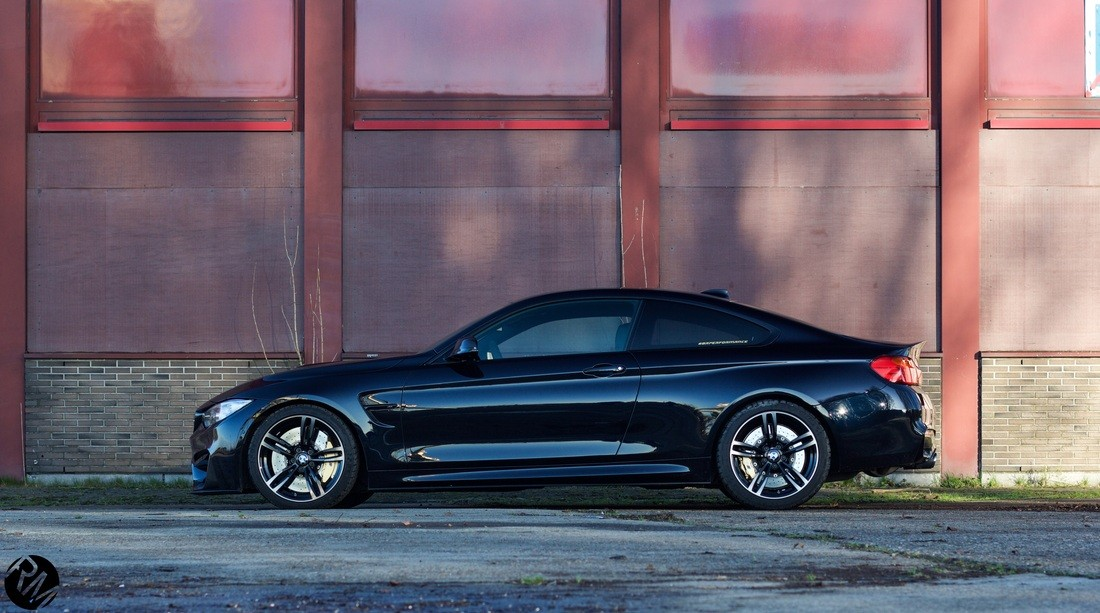 New Wallpapers with Your Favorite Azurite Black BMW M4  autoevolution