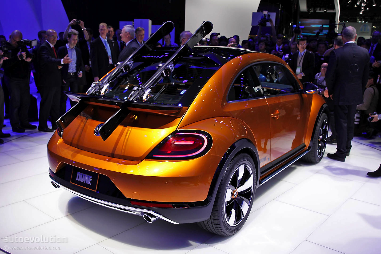 Volkswagen Of America >> New York: Volkswagen Confirms Beetle Dune Production in 2016, Shows 4 New Concepts - autoevolution
