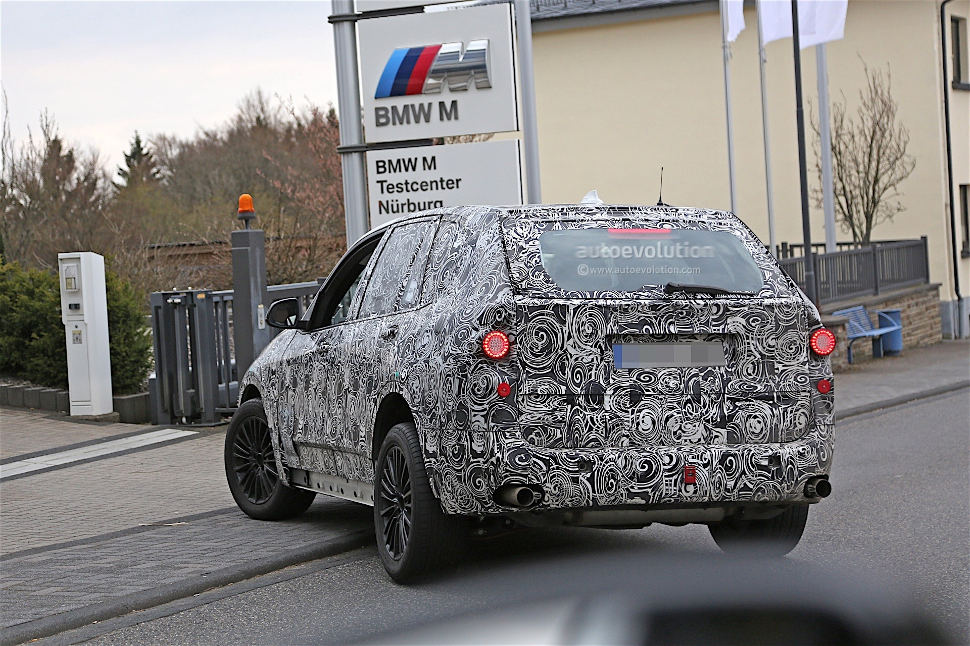 next-gen-2​019-bmw-x5​-laps-nurb​urgring-lo​oks-less-n​ose-heavy-​than-curre​nt-model_1​0