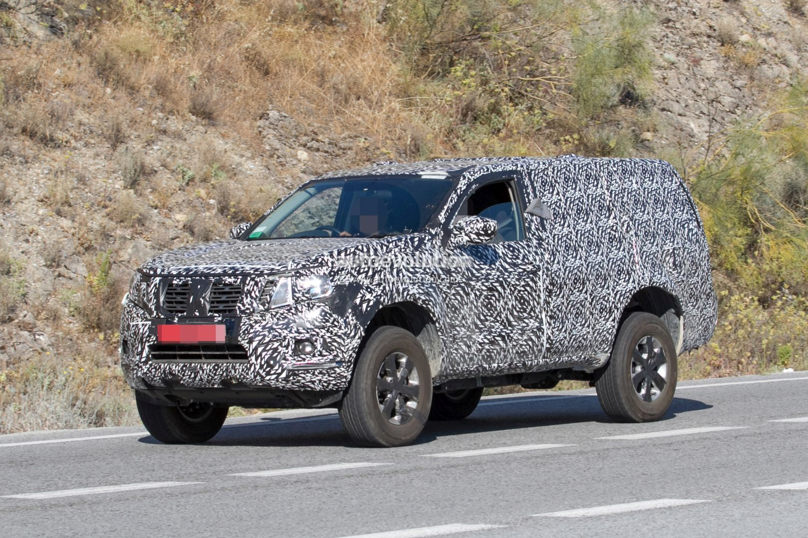 Next gen 2019 nissan pathfinder spied shows radical front end design change autoevolution
