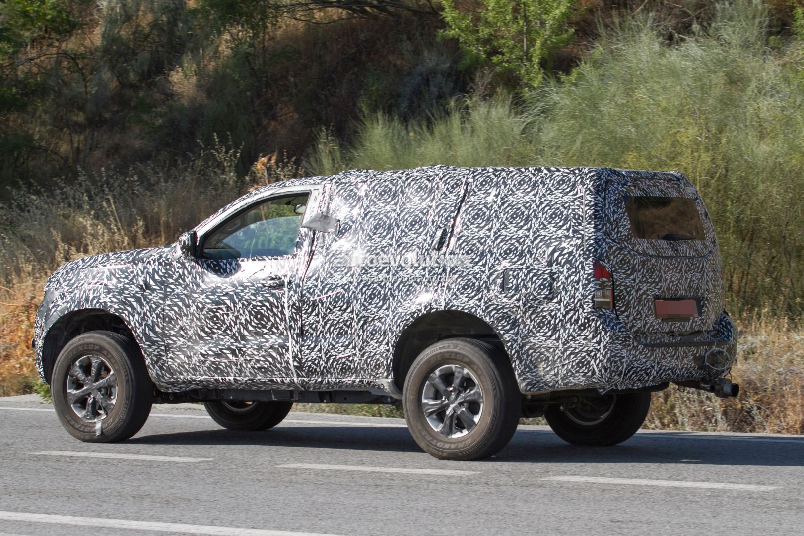 Next-Gen 2019 Nissan Pathfinder Spied, Shows Radical Front ...