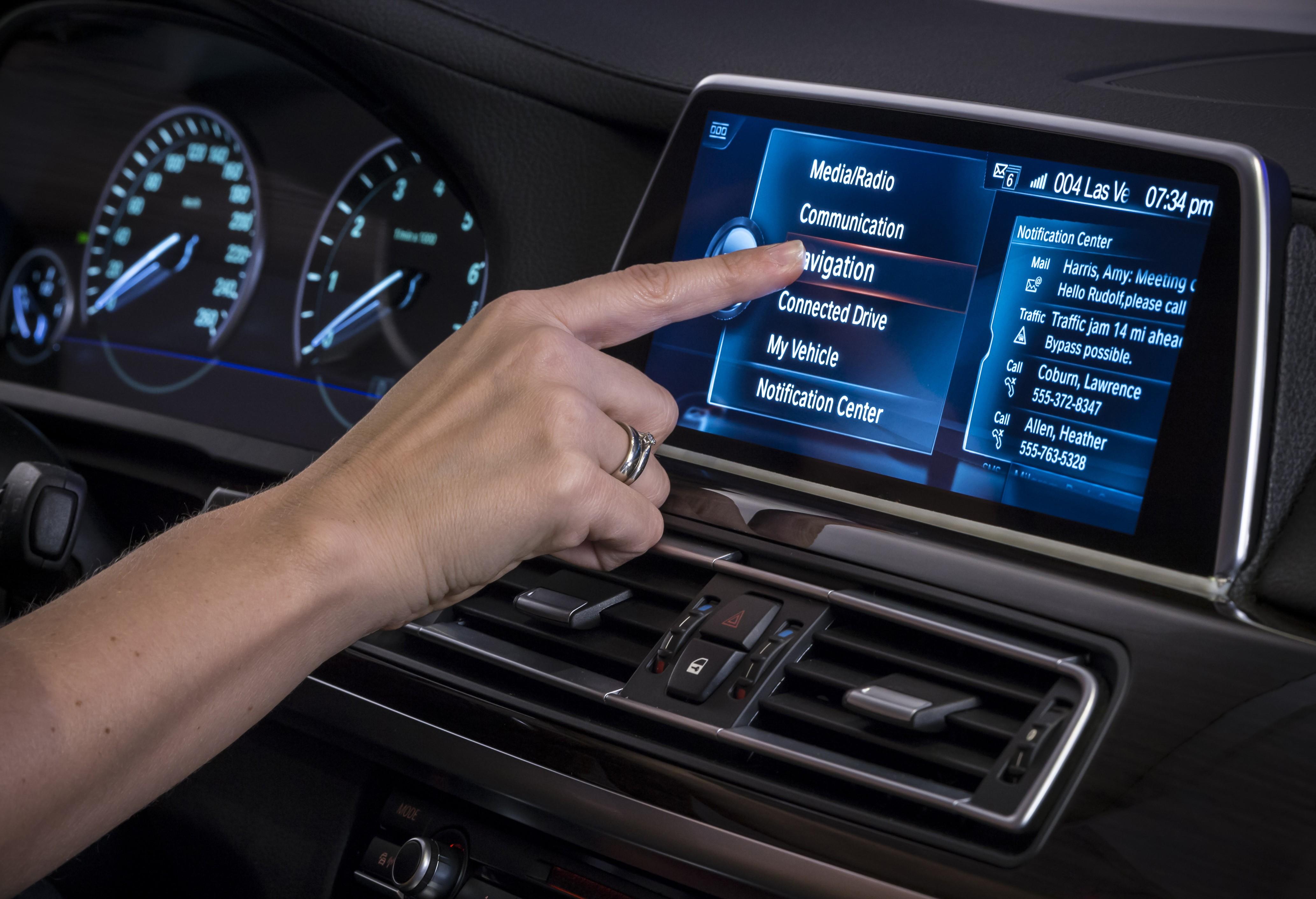 bmw gesture control ces idrive gen touchscreen vegas unveiled display system a6 bild neues modell c8 autoevolution reveals gtspirit werk
