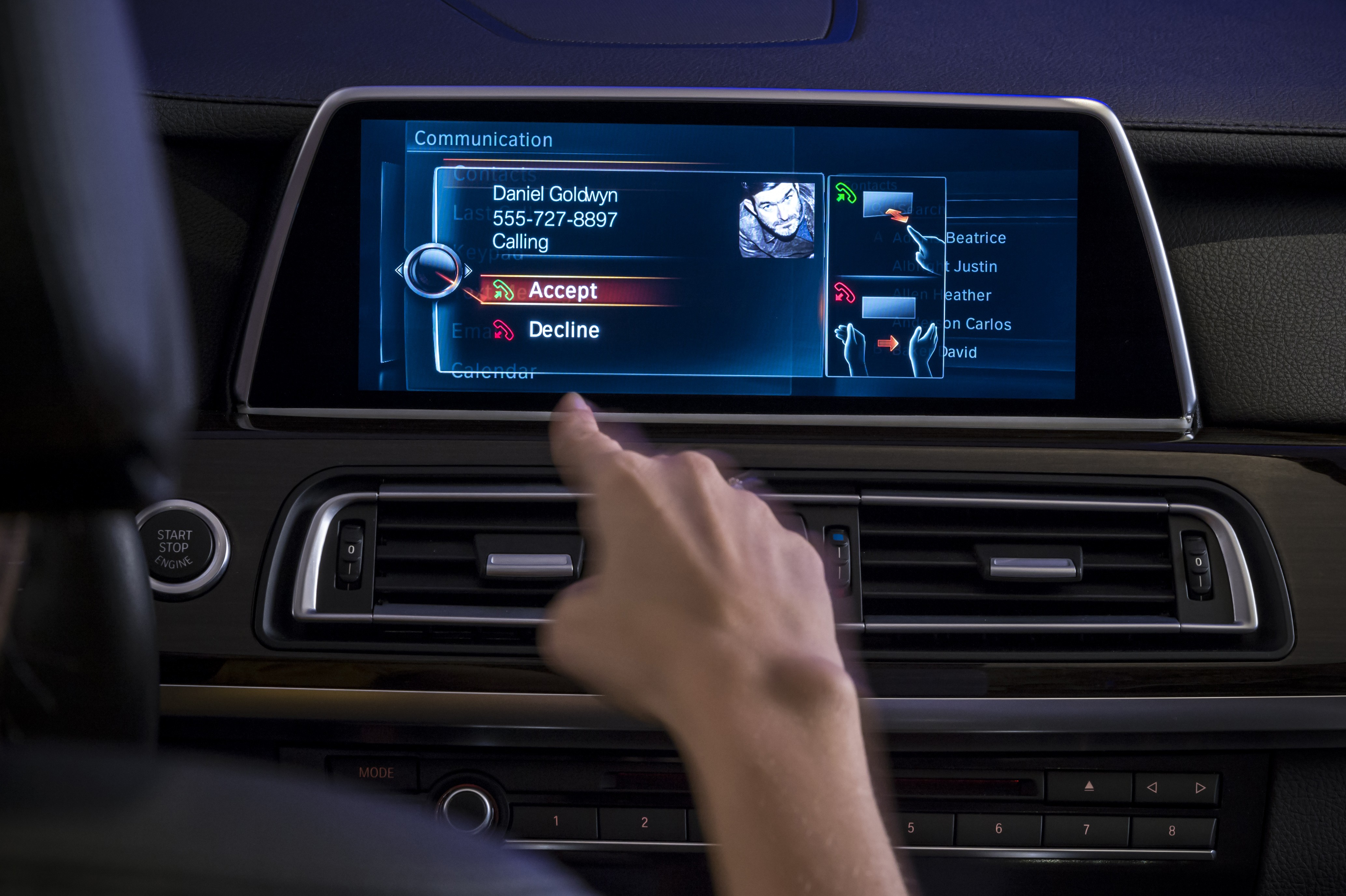 Next Gen iDrive with Gesture Control and Touchscreen Unveiled at