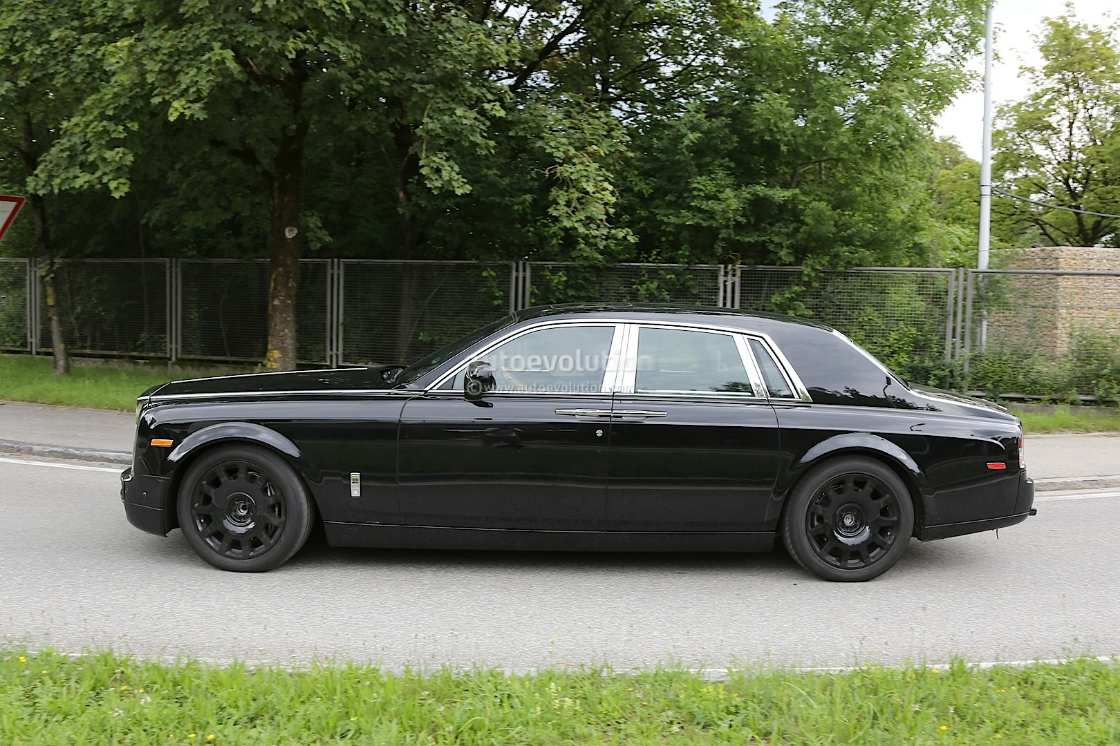next generation rolls royce phantom interior spied for the first time autoevolution. Black Bedroom Furniture Sets. Home Design Ideas