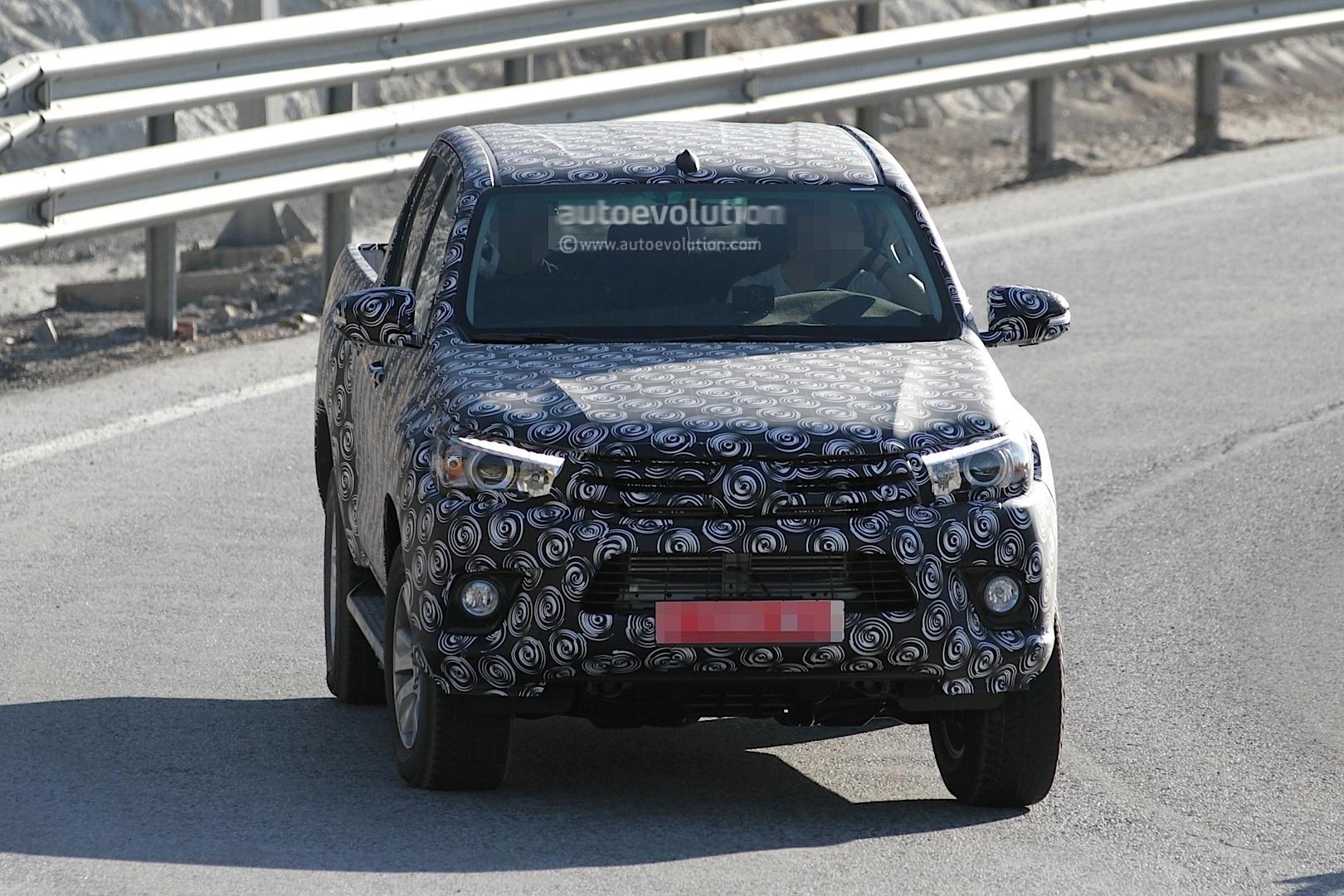 2015 - [Toyota] Hilux Next-generation-toyota-hilux-prototype-caught-testing_2