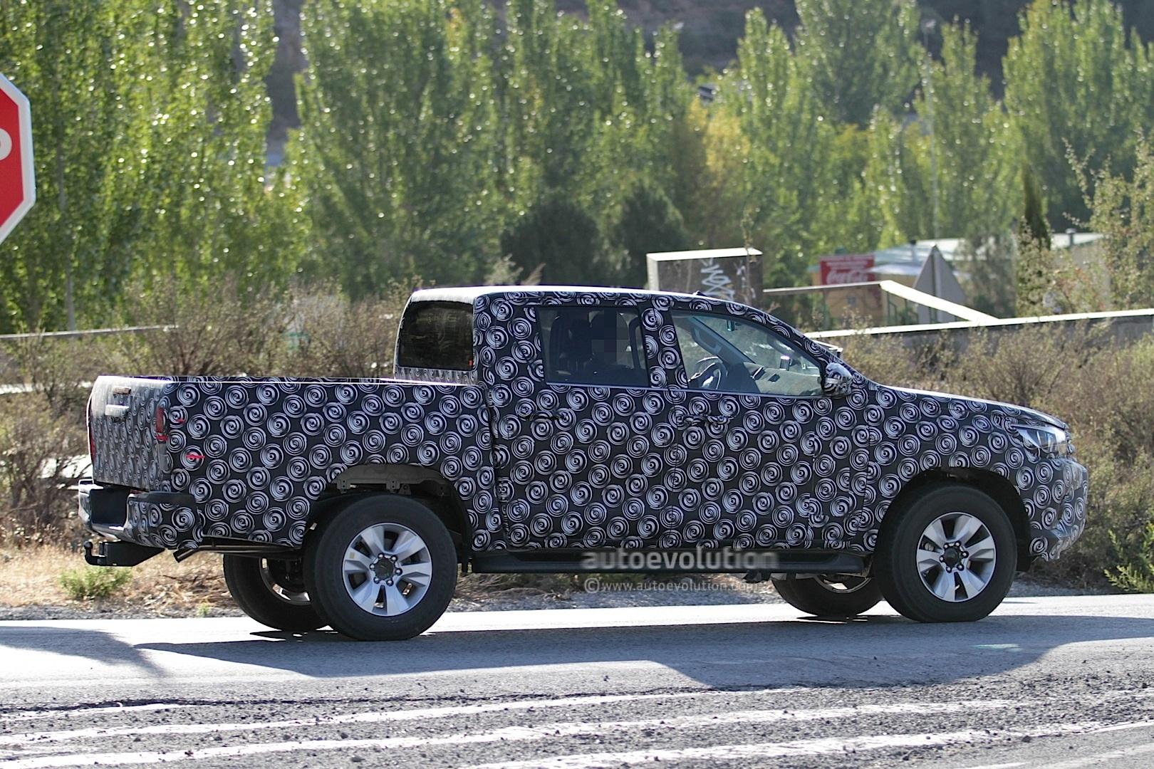 2015 - [Toyota] Hilux Next-generation-toyota-hilux-prototype-caught-testing_5