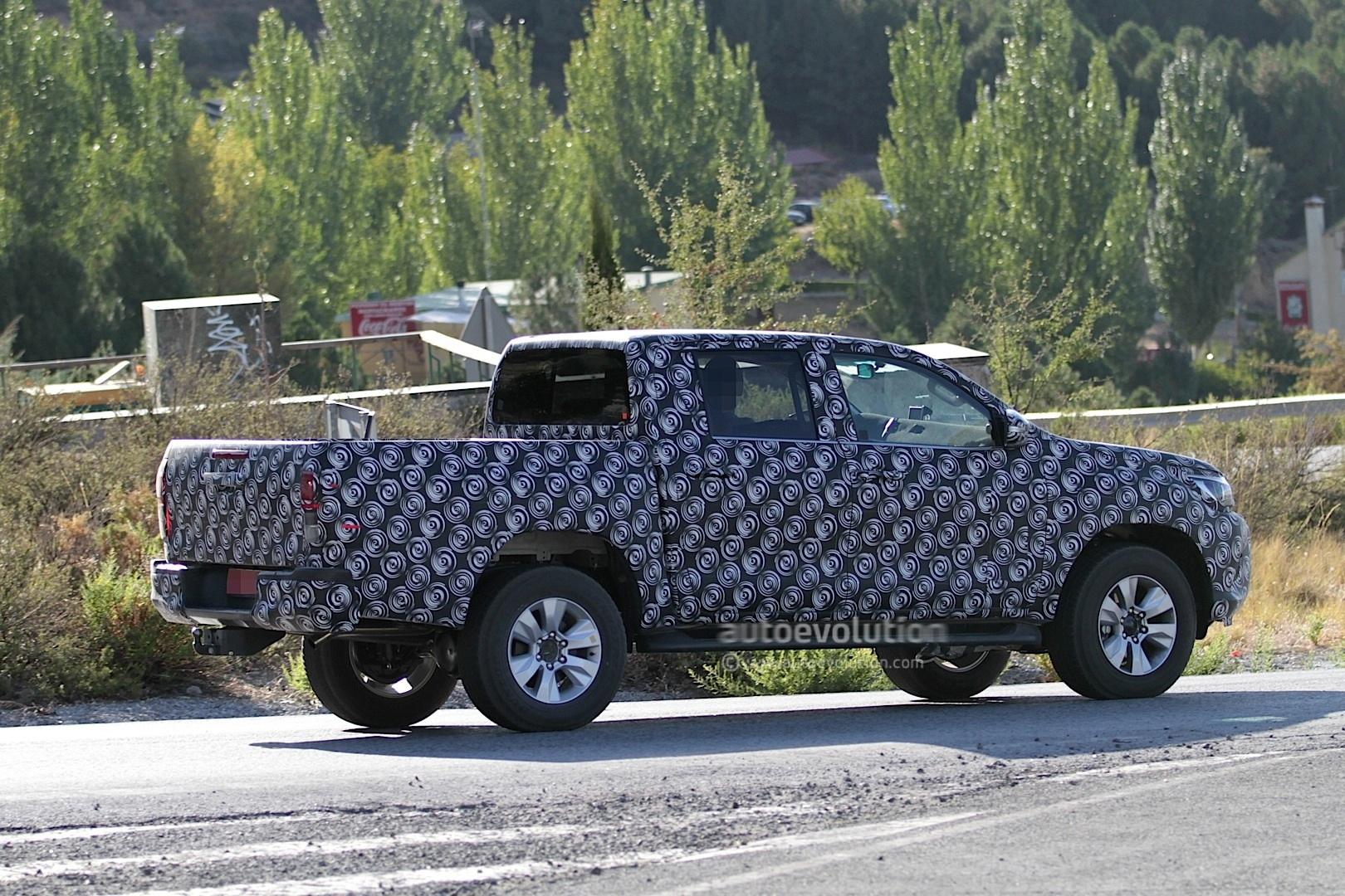 2015 - [Toyota] Hilux Next-generation-toyota-hilux-prototype-caught-testing_6