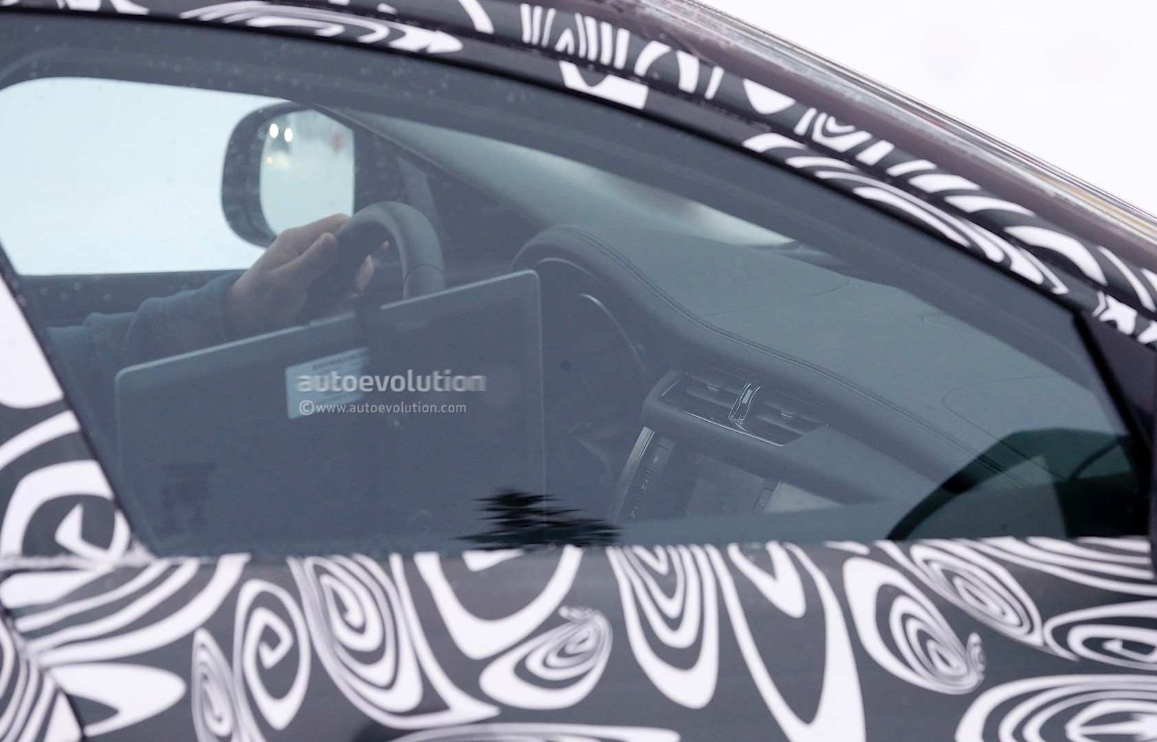 2016 - [Jaguar] XF II [X260] - Page 2 Next-jaguar-xf-spied-testing-in-the-snow-interior-sneak-peek-photo-gallery_10