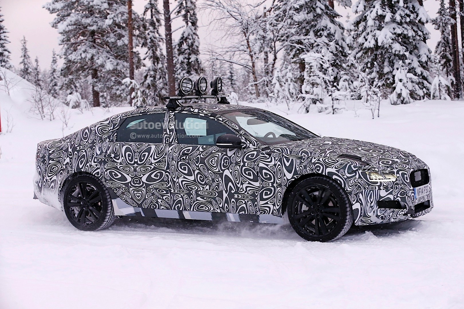 2016 - [Jaguar] XF II [X260] - Page 2 Next-jaguar-xf-spied-testing-in-the-snow-interior-sneak-peek-photo-gallery_5