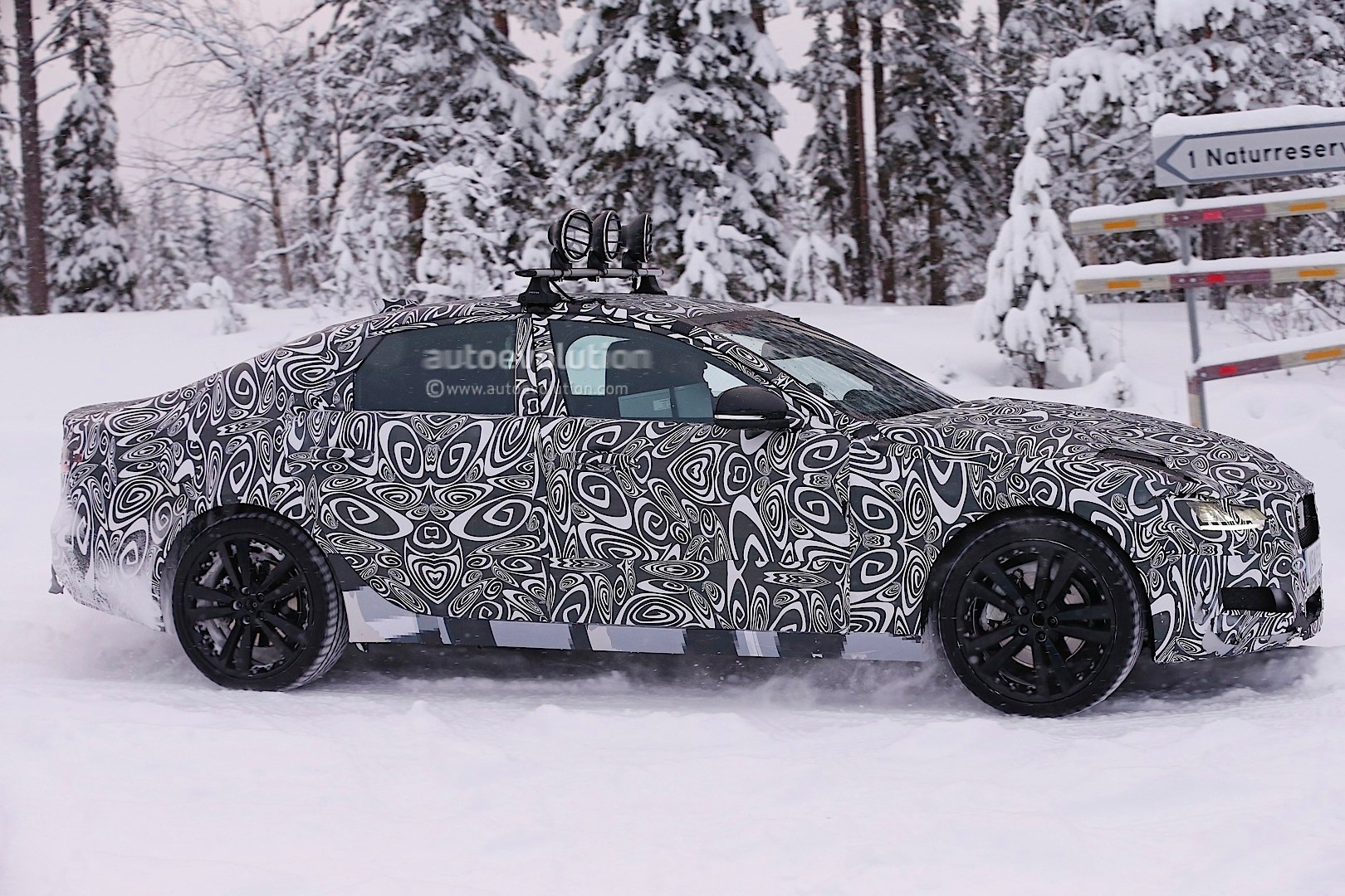 2016 - [Jaguar] XF II [X260] - Page 2 Next-jaguar-xf-spied-testing-in-the-snow-interior-sneak-peek-photo-gallery_6